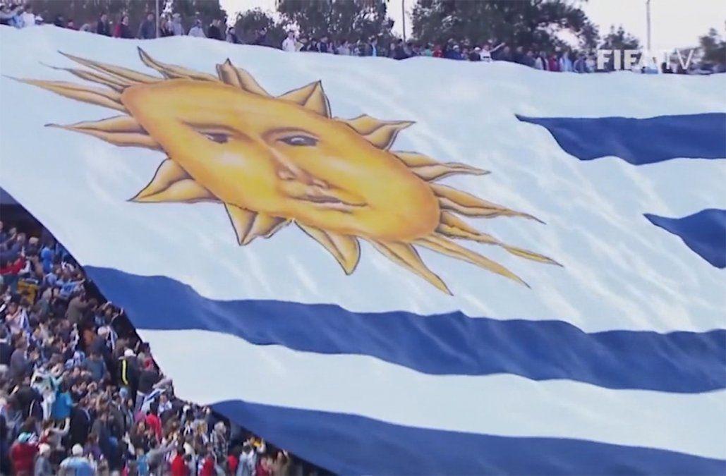 Pasión futbolera en Uruguay: la hinchada, la Celeste y la música