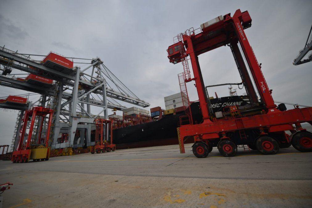 Katoen Natie movió en 48 horas el 10% de los contenedores que se mueve en el puerto en un mes