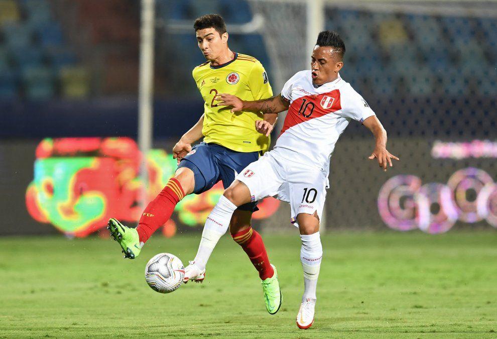 Christian Cueva marcado por John Medina. Colombia y Perú ya protagonizaron un memorable cruce en Copa América