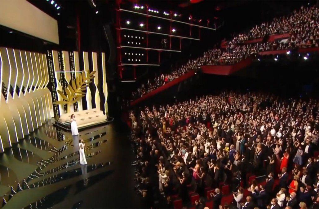 Festival de Cannes abrió nueva edición con alfombra roja y homenajes