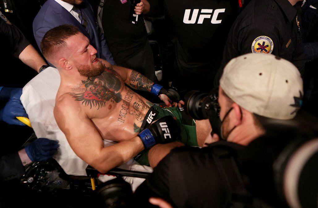 Conor McGregor pierde su pelea al sufrir impactante lesión