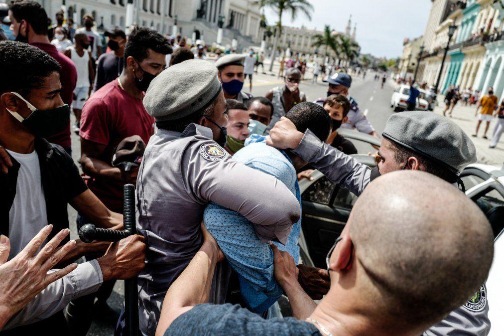 El gobierno cubano defenderá la revolución al precio que sea necesario ante las históricas protestas