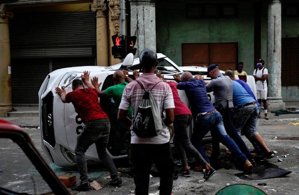 Lacalle Pou elogió el coraje del pueblo cubano y el PCU denuncia un golpe blando