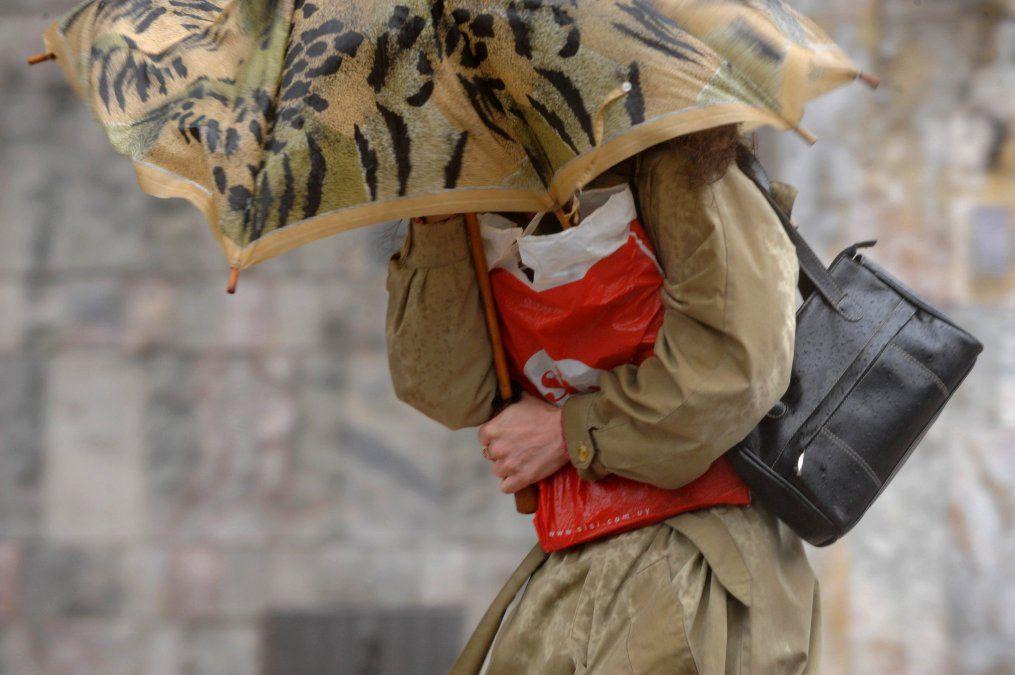 Alerta naranja y amarilla por tormentas y lluvias intensas afecta a gran parte del país