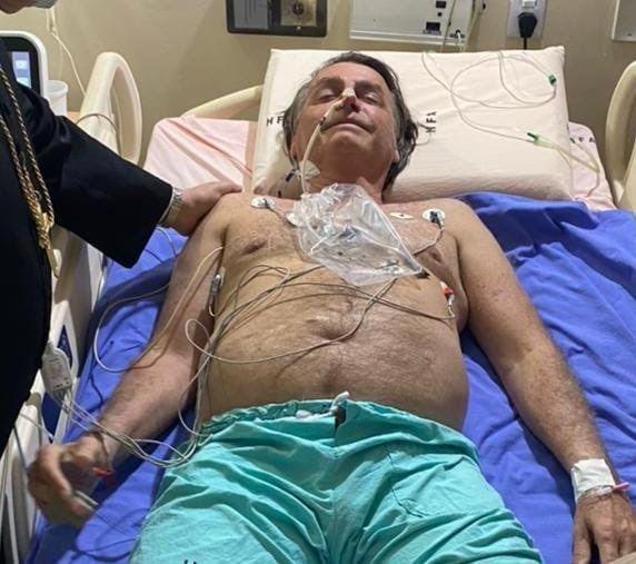 Bolsonaro internado por hipo y dolores abdominales