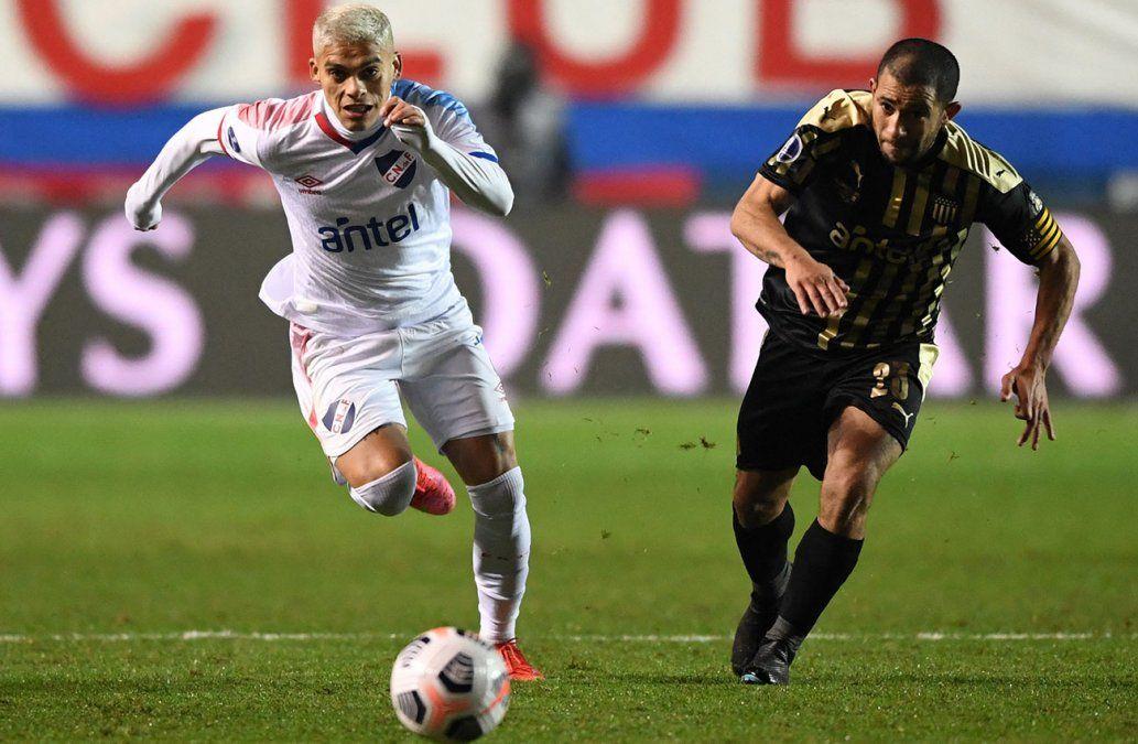 Peñarol le ganó 2-1 a Nacional por octavos de Sudamericana