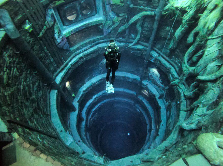Un buceador experimenta Deep Dive Dubai