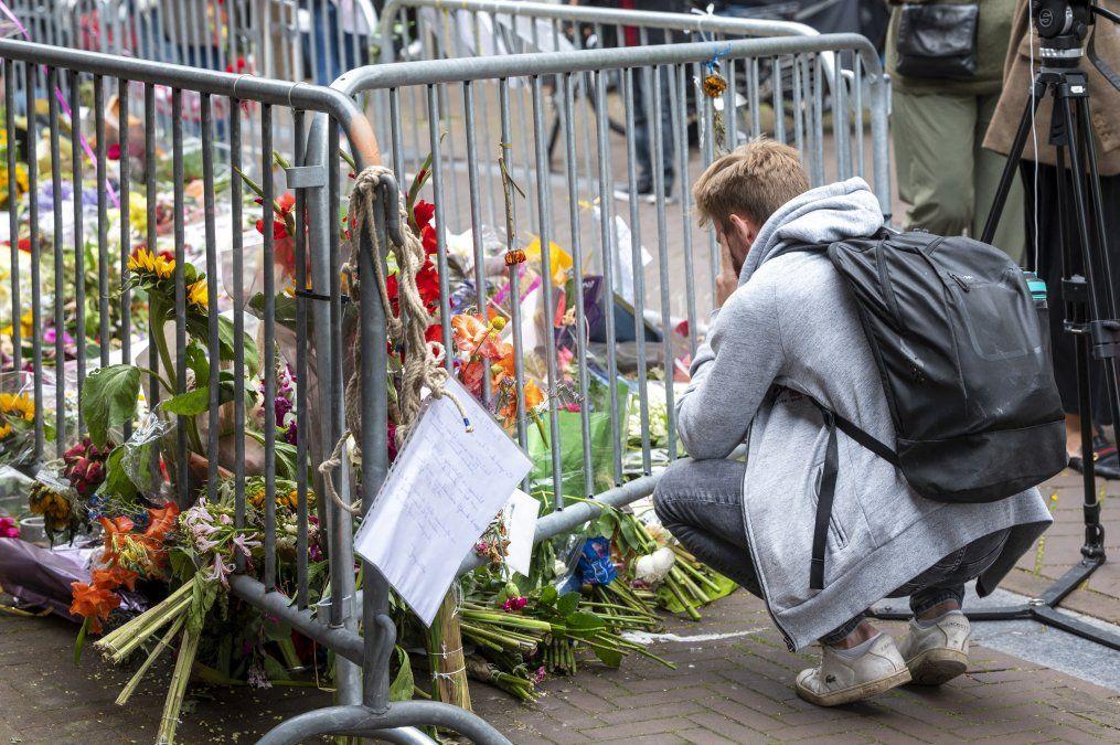 El santuario armado en el lugar donde cayó asesinado en Amsterdam