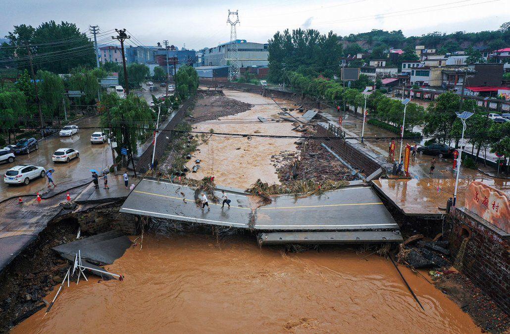 Al menos 33 muertos y 8 desaparecidos en China por las inundaciones