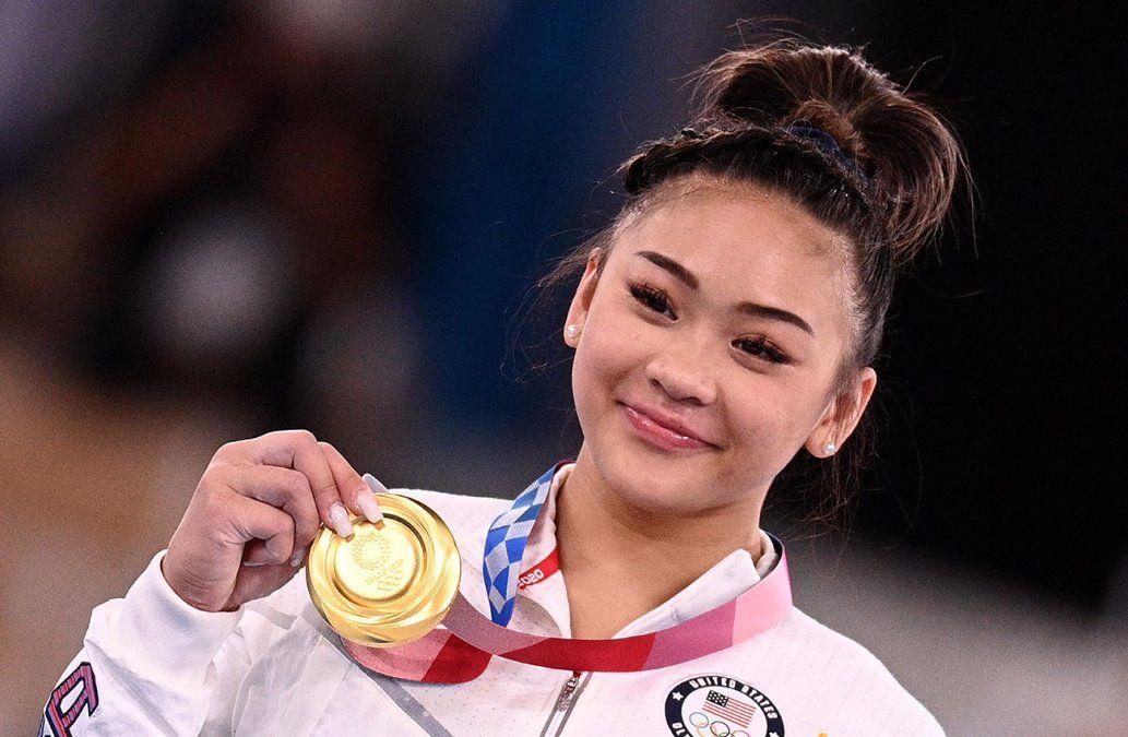 Sunisa Lee sucede a Simone Biles y gana el oro olímpico para EEUU