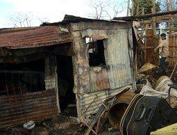 altText(Familia con un bebé perdió todo tras incendiarse su vivienda en el Cerro)}