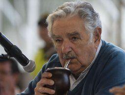 altText(Mujica  vincula la violencia social con la cultura del consumo)}
