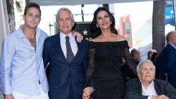 El actor Michael Douglas inauguró su estrella en el Paseo de la Fama
