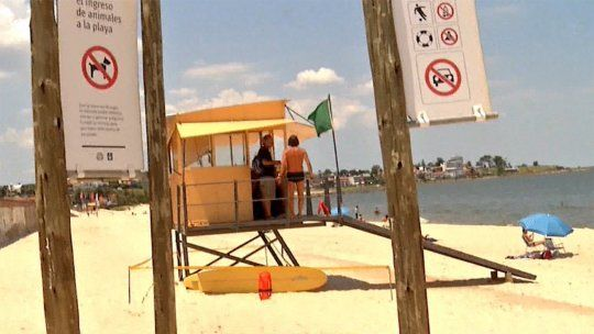 Muerte de adolescente ahogada pone en debate el horario de guardavidas en algunas playas