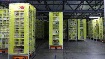 """Amazon emplea """"robots colaborativos"""" dentro de sus plantas de distribución"""