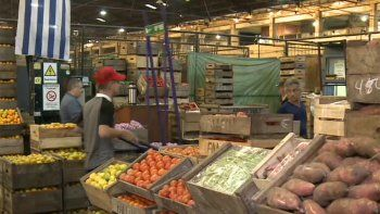 ¿Qué frutas y verduras conviene comprar por estos días?