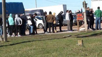 Éxodo de hinchas uruguayos a Porto Alegre generó extensas filas en la frontera