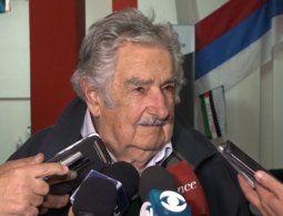 """Mujica calificó de """"desastre"""" lo que hizo Moreira y dice que debe renunciar en Colonia"""
