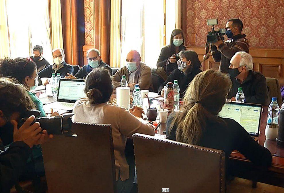 Tras una reunión el Frente Amplio resolvió votar en contra de la Rendición de Cuentas