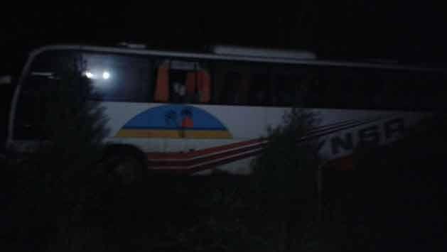Pasajero y guarda heridos al despistar un ómnibus en Rocha