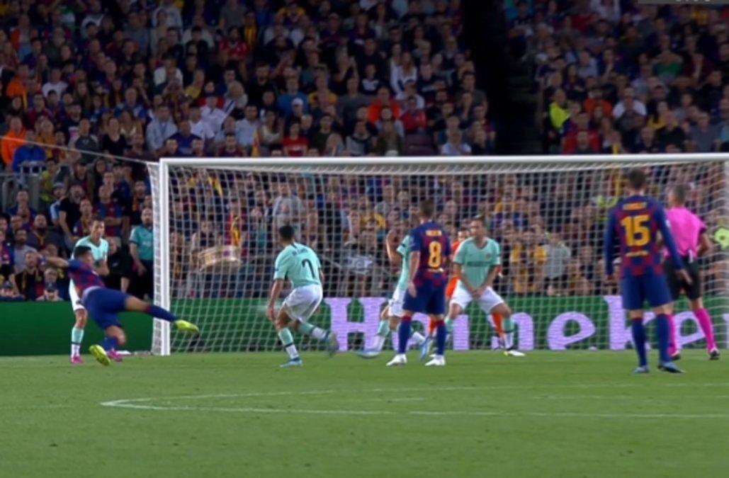 Con un doblete, Suárez lo dio vuelta y le ganó el duelo de Champions al Inter de Godín