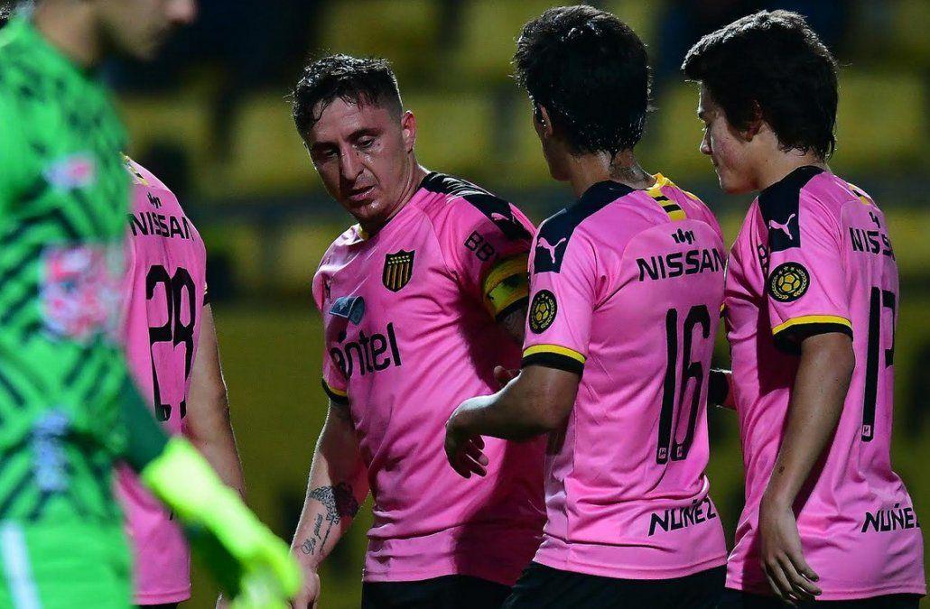 Peñarol le ganó 1-0 a Boston River en el Campeón del Siglo