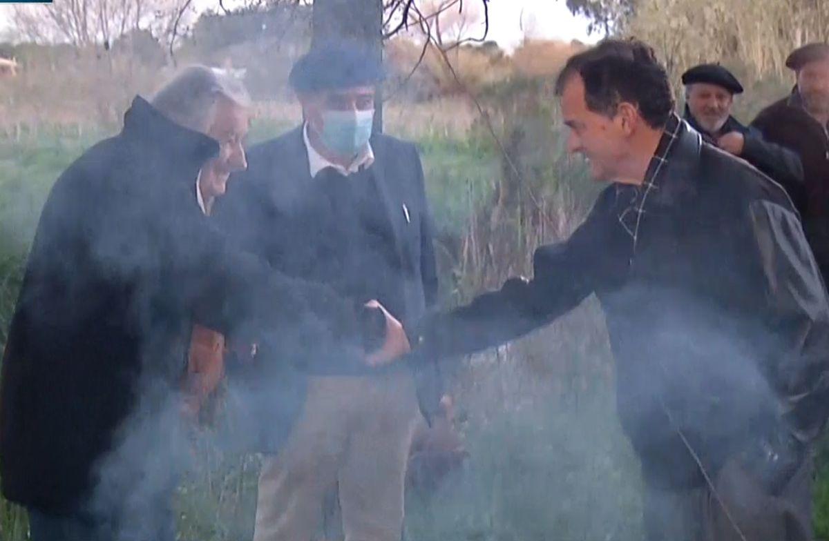 Mujica y Manini juntos en campamento de colonos contrarios a quita de recursos