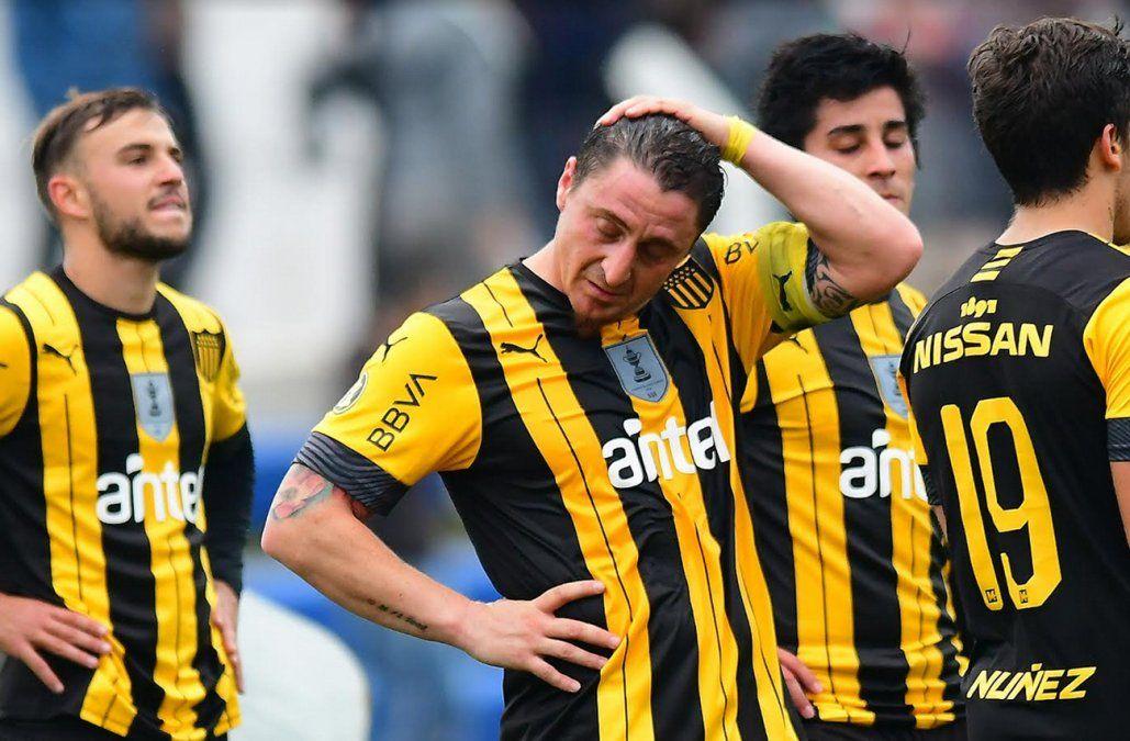 Peñarol no pudo con Racing, empató 3 a 3 y quedó a 7 puntos de Nacional