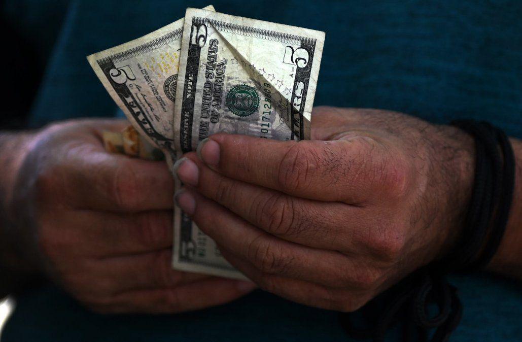 Dólar superó barrera de los $38 pese a la venta de US$ 200 millones del Banco Central