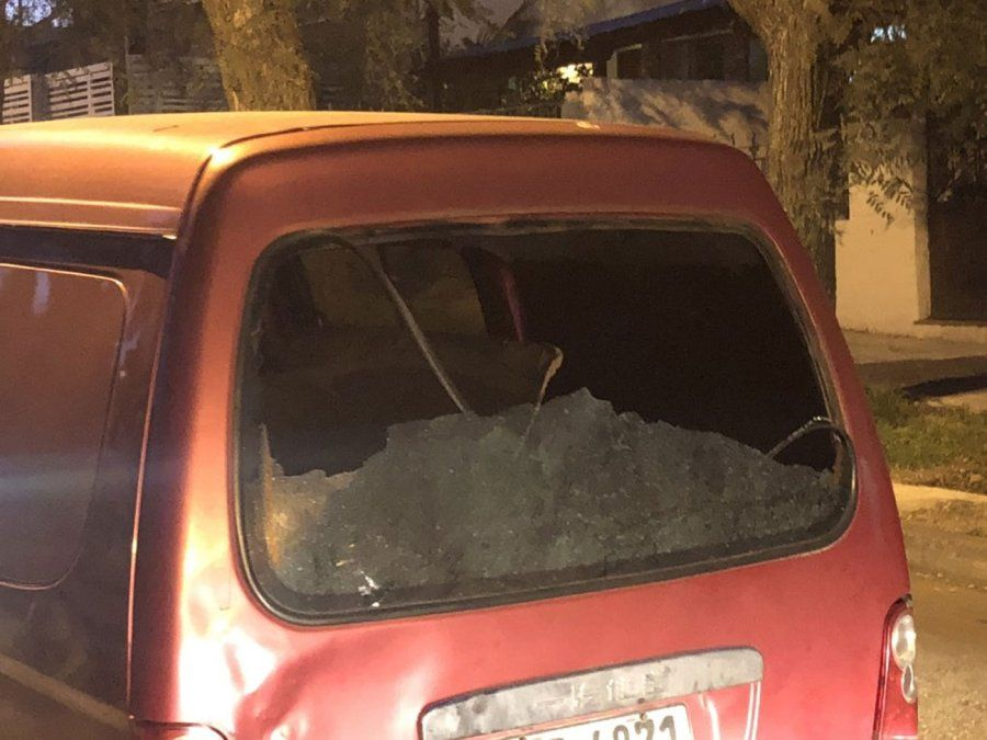 Tiroteo entre bandas terminó con varios vehículos dañados y sin heridos