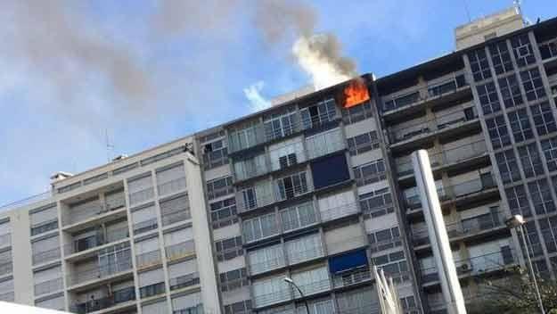 Policía rescató a una mujer en incendio de un apartamento en Soca y Rivera
