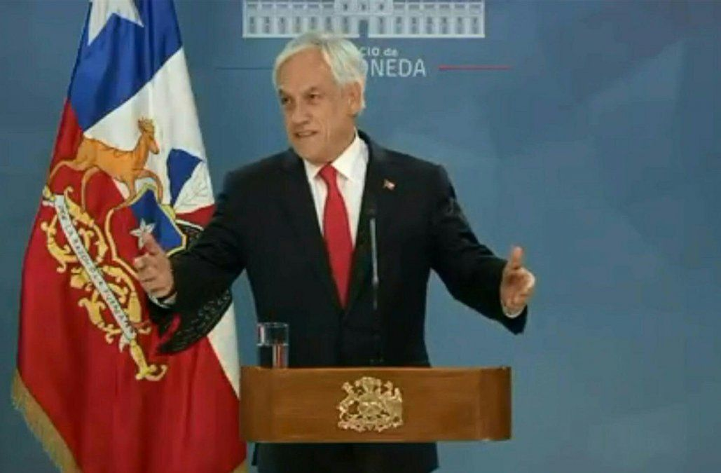 Piñera pidió perdón y anunció paquete de medidas sociales para acallar protestas