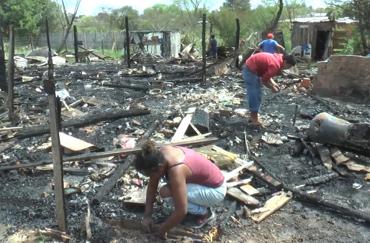 Delincuentes prendieron fuego un comercio y dejaron sin casa a una familia vecina