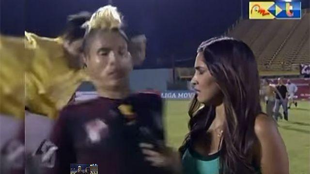 Video: terrible patada voladora a jugador venezolano tras un partido