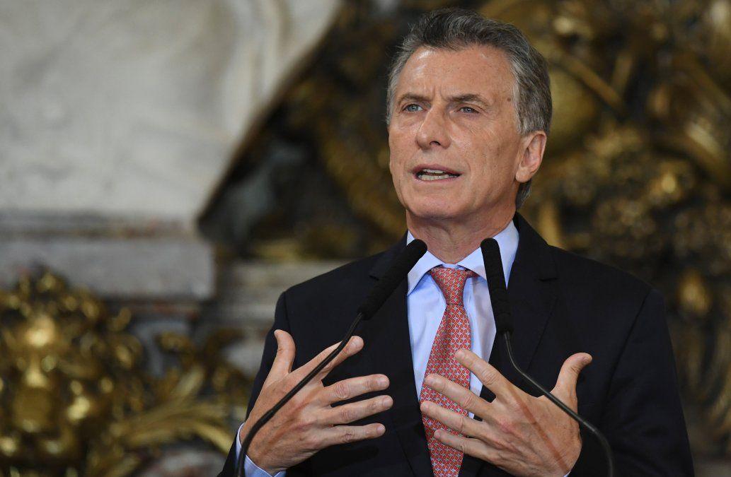 Macri anunció que le pidió auxilio al FMI para evitar una nueva crisis económica