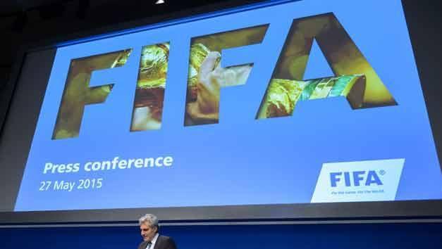 La FIFA suspendió a todos sus dirigentes acusados de corrupción