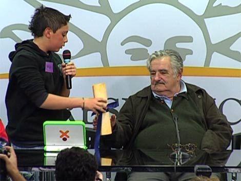 Niños piden a Mujica retar a papás que hacen trabajar a sus hijos