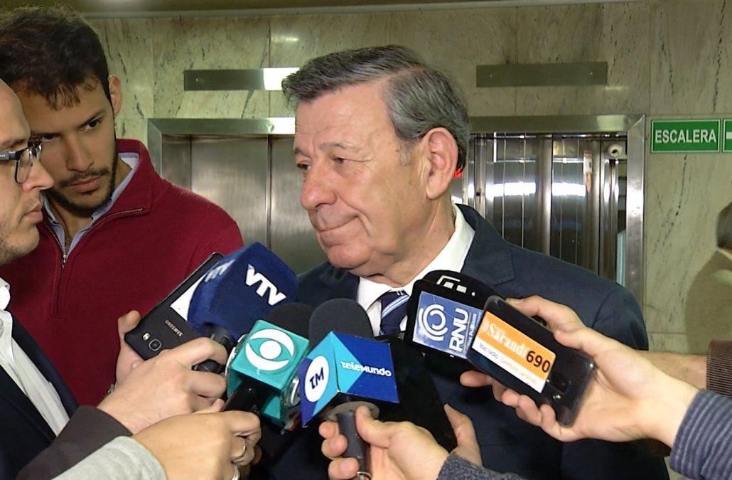 Uruguay espera que María entregue a su hija el miércoles y no se mete en el fondo del litigio