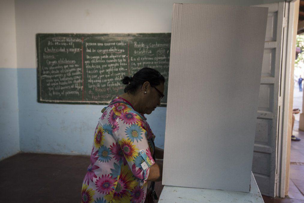 Paraguay elige presidente con candidato derechista como favorito