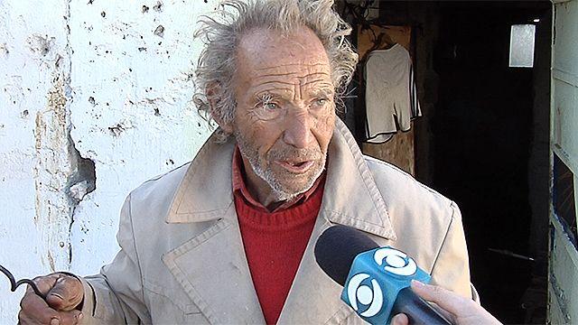 Jubilado vive sin luz en Paso Carrasco y no puede pagar la conexión