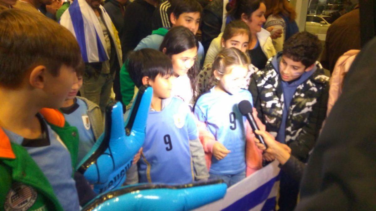 Con la ilusión de 3 millones de uruguayos, la Celeste partió rumbo a Rusia