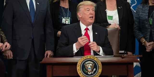 Trump cumplió una semana como presidente: repasamos sus polémicas decisiones