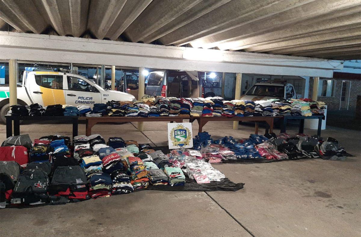 Incautaron casi 5.000 prendas de contrabando en un control en ruta 3