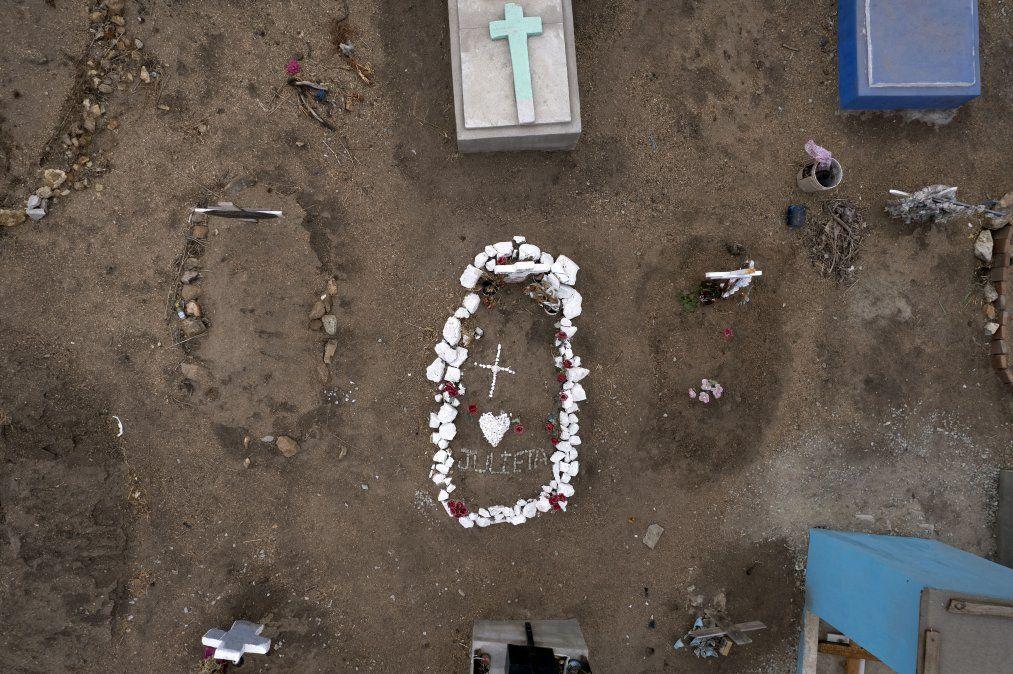 Tumbas en el Cementerio Número 13 de Tijuana