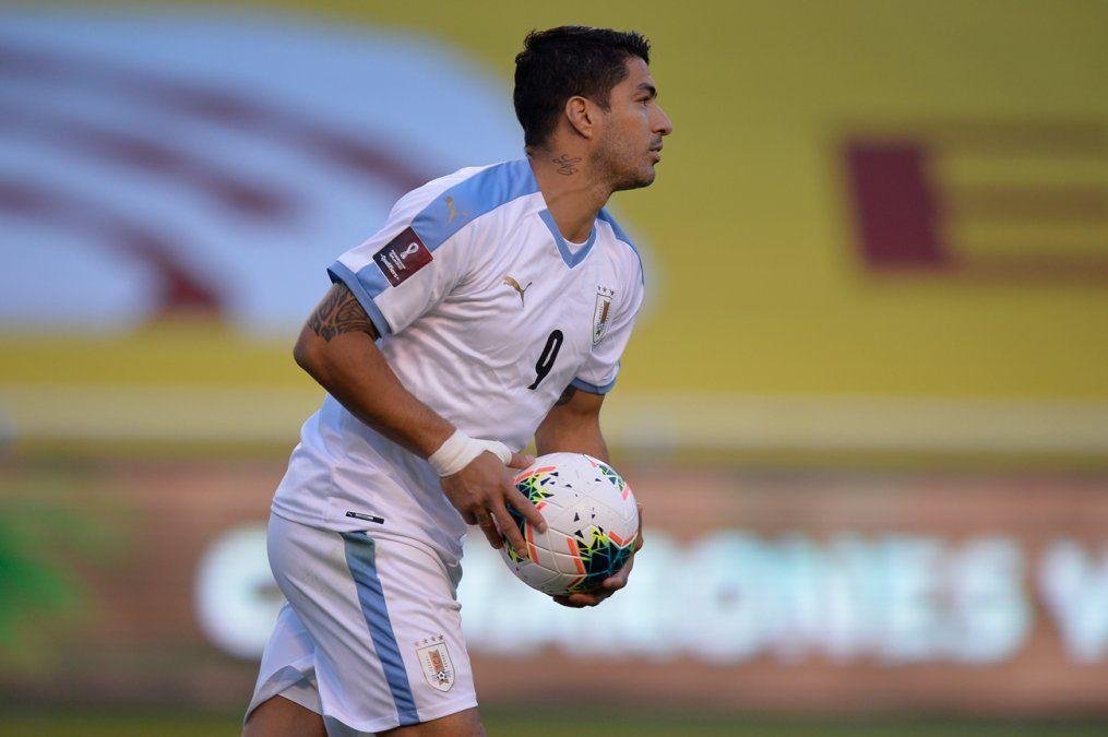 Uruguay perdió 4-2 ante Ecuador; Luis Suárez achicó diferencias con dos penales