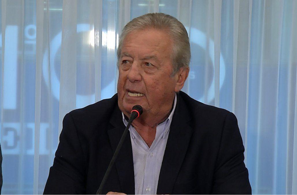 Rodeado de sus hijos, Moreira negó acoso sexual y dijo que no renuncia a la Intendencia
