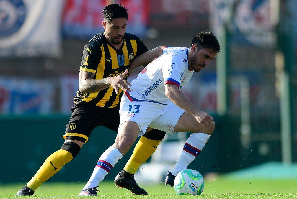 Nacional y Peñarol empataron  1 - 1 en el Centenario y los tricolores mantienen la punta