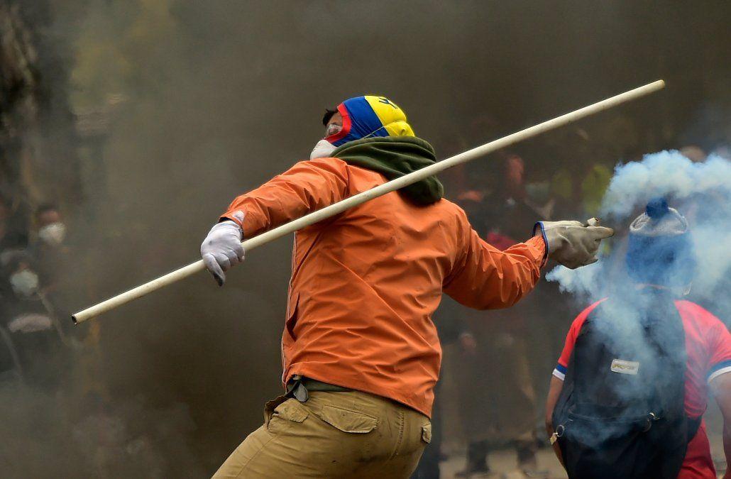 Moreno ordenó toque de queda y militarización de Quito ante desmanes de violencia
