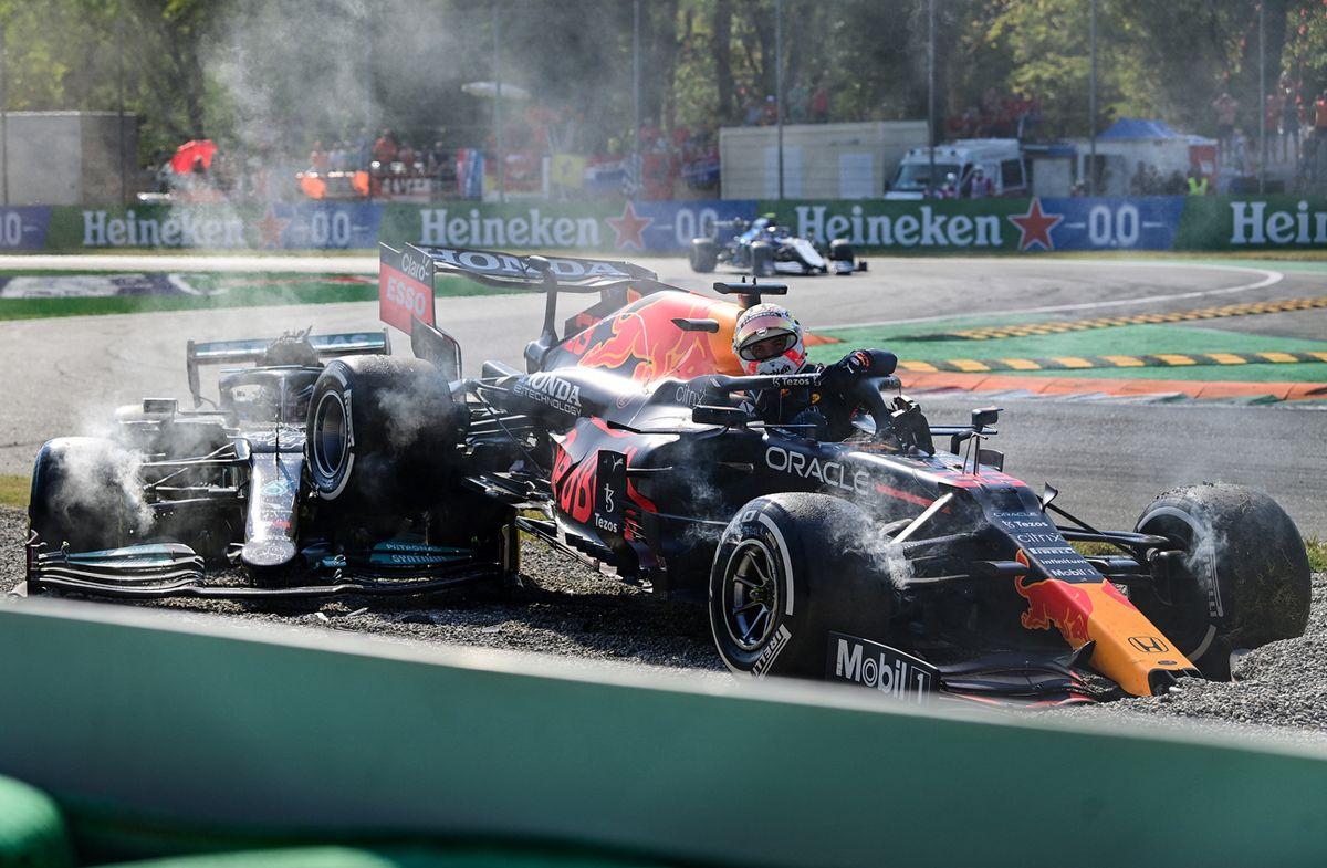 Verstappen y Hamilton se chocan y quedan fuera del GP de Italia
