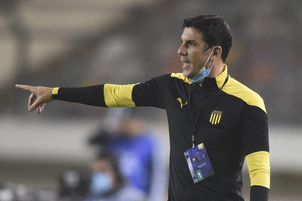 Mauricio Larriera: Esto es Peñarol y todo lo que jugamos tenemos que ganarlo